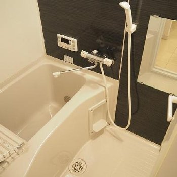 お風呂は追い炊き機能付き。※写真は105号室