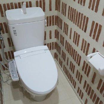 トイレのクロスも可愛らしいです。