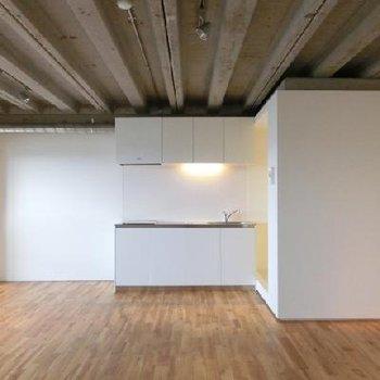 無垢床に剥き出しの天井がベストマッチです。