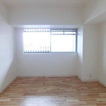 寝室は柔らかい雰囲気ですね。