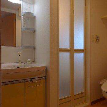 独立洗面台+トイレ