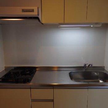 キッチンは幅が広く使いやすい!