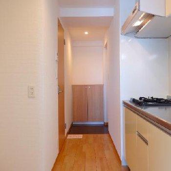 玄関→キッチンへ