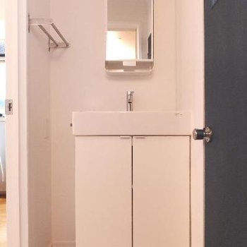 洗面台はコンパクトサイズですが十分!