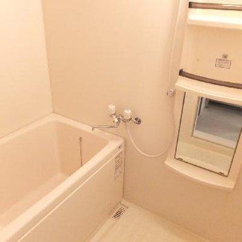 お風呂は棚が便利ですね!