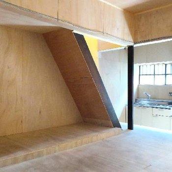 階段下はたっぷりの収納スペース?