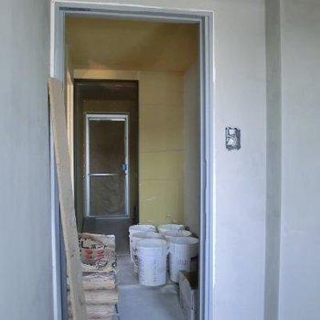 エレベーターを降りたお部屋までの道 ※写真は工事中です
