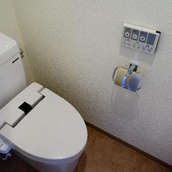 トイレもウォシュレット付き♪