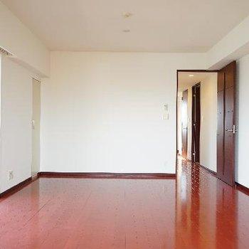 やっぱ広い!床の色も◎
