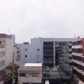 渋谷から代官山へ向かうあたりで静かです。圧迫感もありません。
