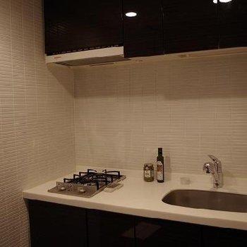 キッチンも広々! ※写真は別部屋です。