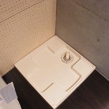 洗濯機置場 ※写真は別部屋です。