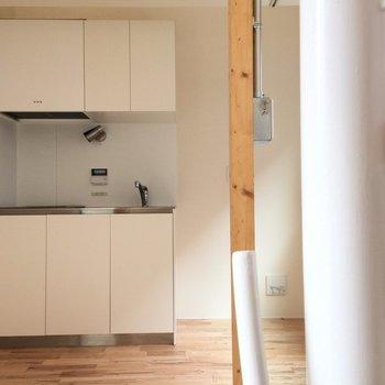 キッチン部分はかなり狭めです。