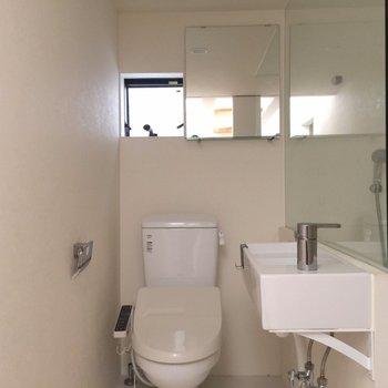 トイレと洗面台は一緒の場所に