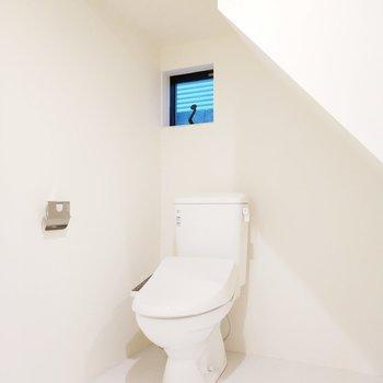 横にはトイレがあります!清潔ですね。