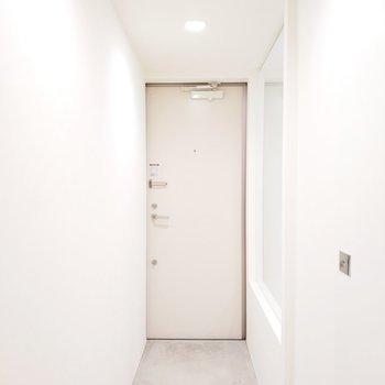 玄関周りは無駄が一切ない素敵な空間に。