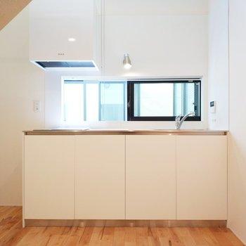 2階はたっぷりとしたキッチンがお出迎え!