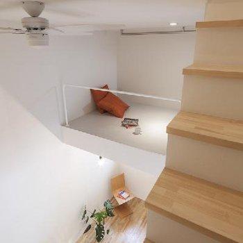 ロフトは2階と3階の間に