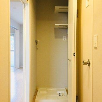 室内洗濯機置き場は玄関の前です