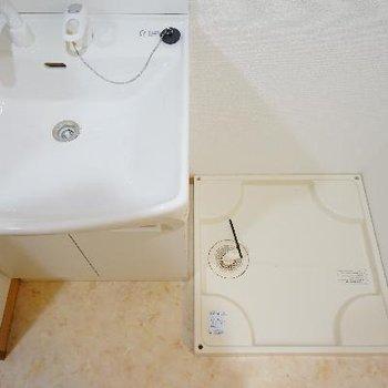 横に洗濯機を。