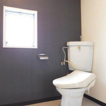 トイレと脱衣所は一緒。窓があるので明るいです!※写真は別部屋