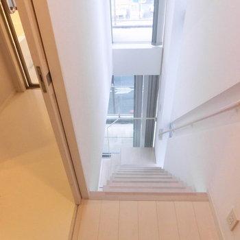 玄関すぐ階段!