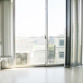 洋室は日当り◎で暖か ※写真は別部屋です