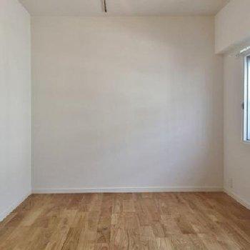 寝室は6.5帖あって、窓もあります!