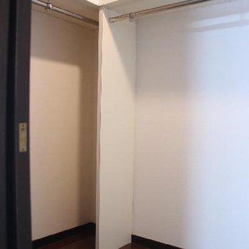 もう1つの洋室にはウォークインクローゼットも