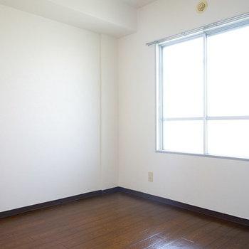 玄関横の洋室はこちら!