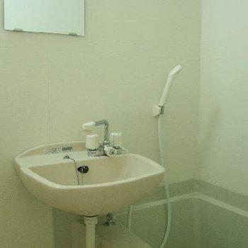 お風呂場も明るく清潔