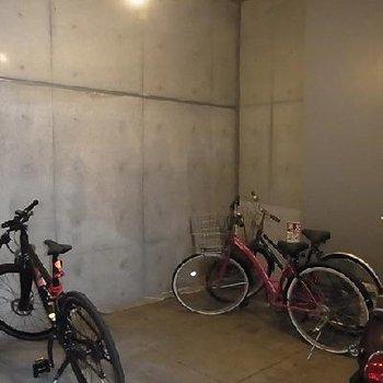 鍵付きの屋内駐輪場です