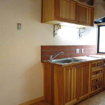 キッチン、すばらしい出来です。※写真は別部屋です