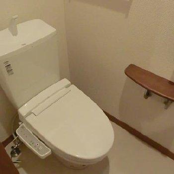 手すりつきの優しさあふれるトイレ