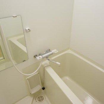 お風呂には乾燥機能付き。