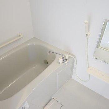 お風呂は、追い焚き&乾燥機付き♪
