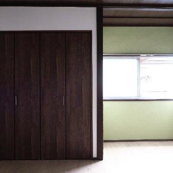若草色がアクセントのひと部屋。