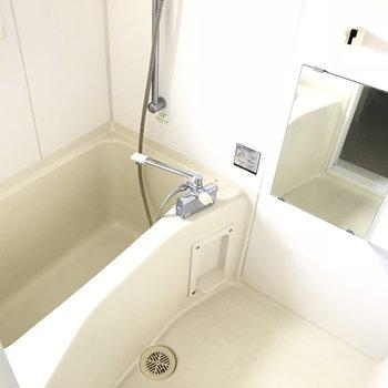 バスルーバスルームにも小窓がありますね。※ 写真は前回募集時のものです