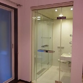 洗面所のさらに奥が風呂。※写真は別室