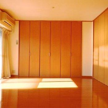 こちらのお部屋は6帖の広さ。※写真は302号室です。
