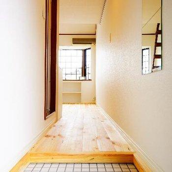 玄関もTOMOSらしい、かわいい白タイルで♪※写真は前回募集時のもの