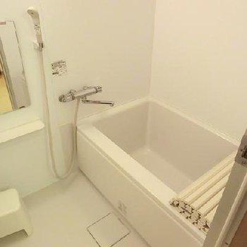 お風呂広いです。※写真は別のお部屋です