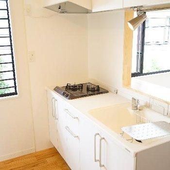 キッチンは2口ガスでゆったりなので使い勝手○