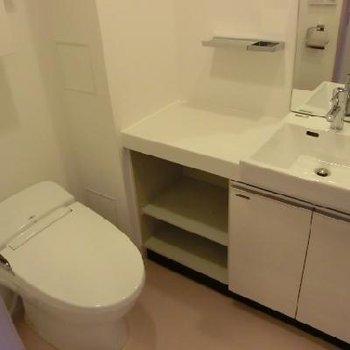 タンクレスのトイレで、見た目もすっきり!