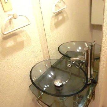 ガラスボウルのような洗面台!