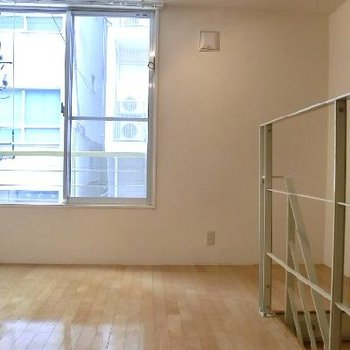 2階のお部屋。手すりがおしゃれ!