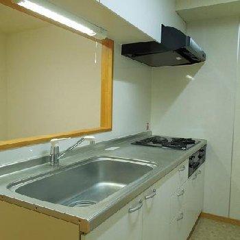充実設備のキッチンです※写真は1階
