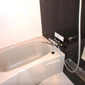 お風呂小さめですが十分な広さ