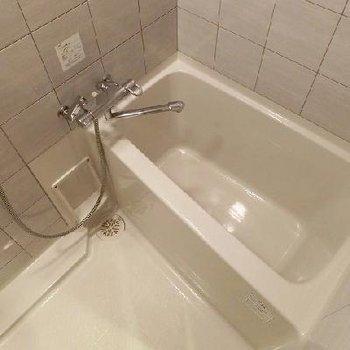 ホテルライクにコンパクトなお風呂です ※写真は別部屋です