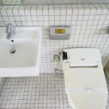 タンクレスで機能的なトイレ